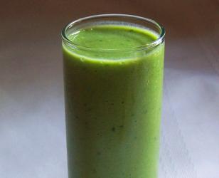 Green Grape, Kale, and Frozen Banana Smoothie